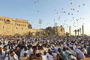 عکس/ اقامه نماز عید فطر در لیبی،اتیوپی،صربستان