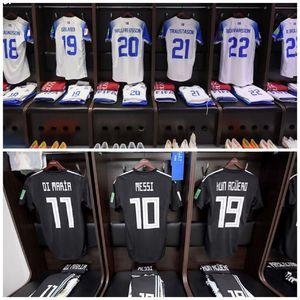 عکس/ نمایی از رختکن دو تیم آرژانتین و ایسلند