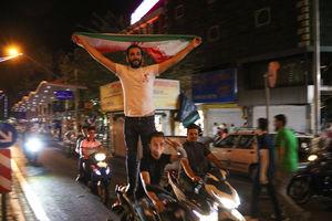 جشن مردم تهران بعد از برد تیم ملی مقابل مراکش