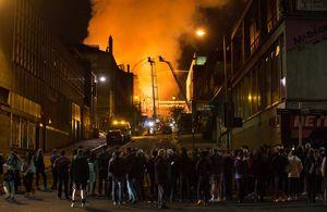 عکس/ آتش سوزی مهیب در مدرسه هنر گلاسکو