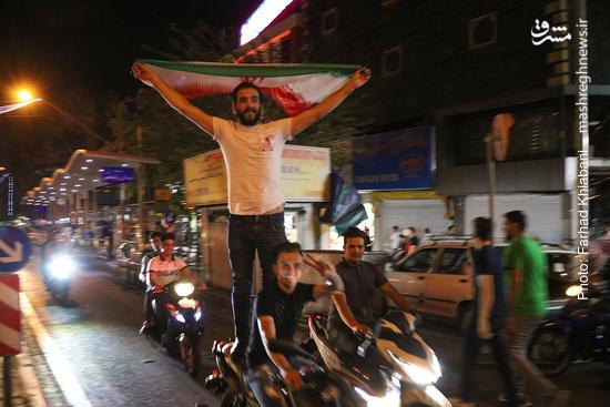 عکس/ خوشحالی هواداران پس از برد ایران در خیابانهای تهران