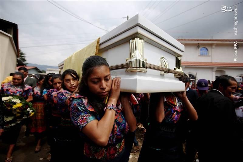 تشییع کلودیا گومز گونزالز، زن 19 ساله مکزیکی که نزدیک مرز این کشور با ایالات متحده به ضرب گلوله سرباز آمریکایی کشته شد.