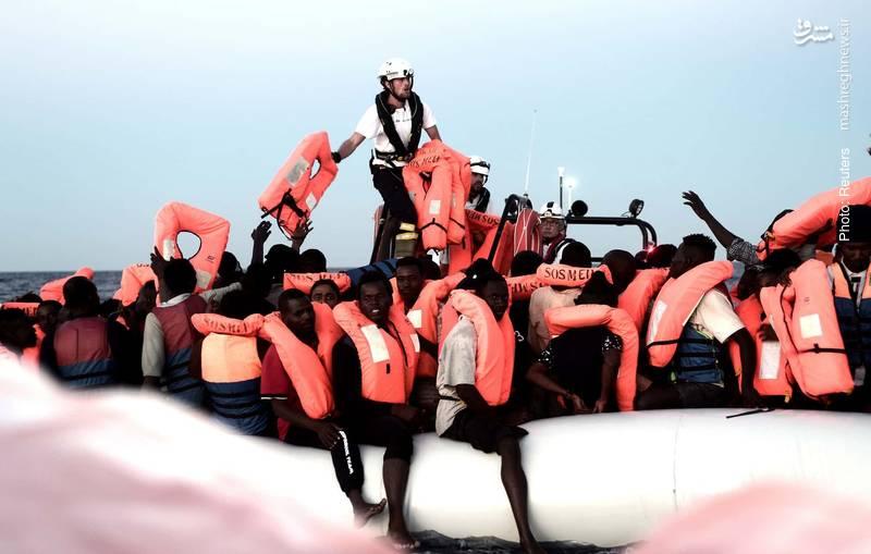 آوارگی 629 پناهجوی آفریقایی در سواحل اروپا به دلیل خودداری کشورها از پذیرش آنها موقتاً با تمهیدات اسپانیا پایان یافت.