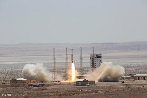 ۱۲۰۰ روز از پرتاب آخرین ماهواره ایرانی گذشت/ رمزگشایی اینستاگرام روحانی از اتفاقی مبهم در برنامه فضایی کشور! +عکس