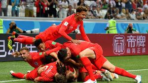 شادی بازیکنان انگلیس پس از گل دقیقه 91 هری کین به تونس