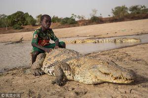 عکس/ سرگرمی عجیب جوانان در غنا