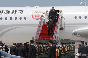 """فیلم/ اسکورت""""اون""""در مسیر خروج از فرودگاه پکن"""