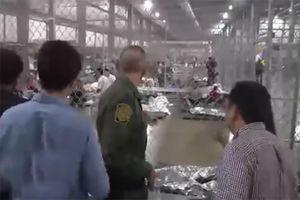 """فیلم/ نگهداری مهاجران غیرقانونی در""""قفس"""""""