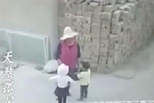 فیلم/ حادثه وحشتناک برای دو کودک در حال بازی!