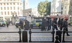 عکس/ ورود مردی با بمب به ایستگاه مترو لندن