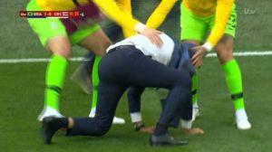 مصدومیت سرمربی برزیل پس از گل کوتینیو!