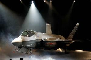 فیلم/ رقص و آواز در مراسم تحویل F35 آمریکایی