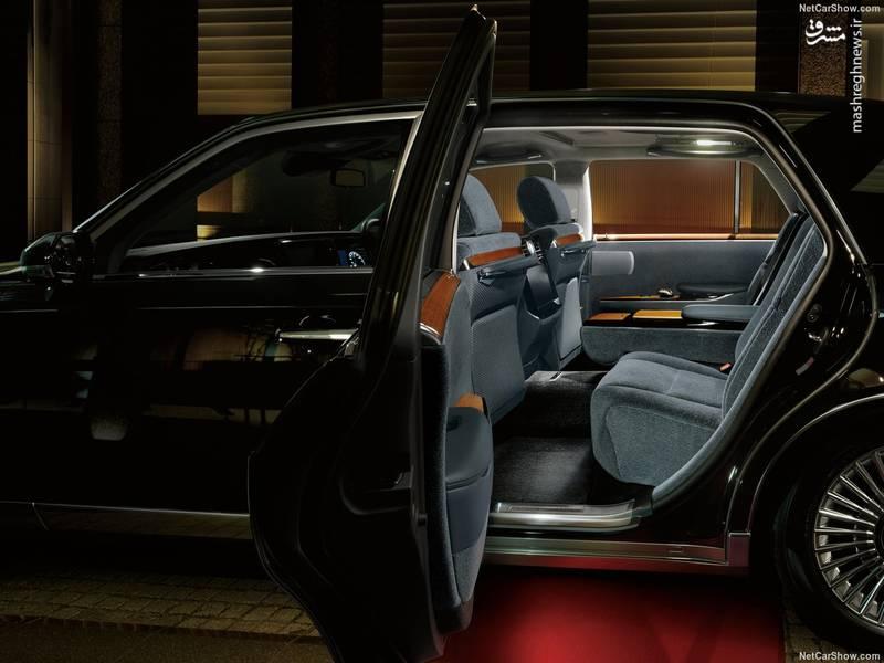 طراحی درهای خودرو نیز به طوری است که ورود و خروج سرنشینان عقبی به آسانی صورت می گیرد.