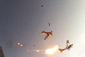 فیلم/برخورد وحشتناک دو هواپیمای سبک!