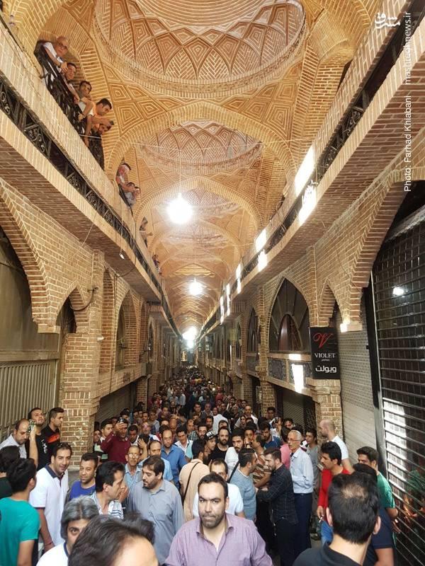 بازاریان تهران نیز در اعتراض به رکود حاکم بر بازار نوسان بیضابطه نرخ ارز، کمبود مشتری و گرانی کالا دست از کار کشیدند.