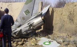 سقوط جنگنده در پیشاور پاکستان با 2 کشته