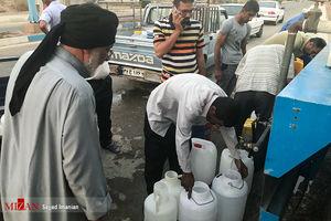 عکس/ توزیع آب شرب در جزیره مینو