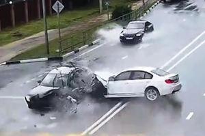 فیلم/ تصادف مرگبار یک زن و شوهر در جاده