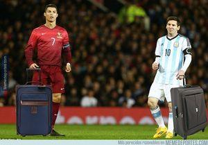 عکس/ شوخی هواداران با وداع مسی و رونالدو