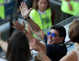 عکس/ چهره مارادونا پس از سوپر گل دی ماریا