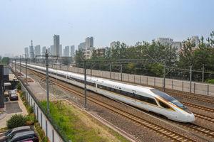 عکس/ رونمایی قطار گلولهای در چین