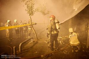 آتش کارخانه تولید رنگ در جاده کرج خاموش شد