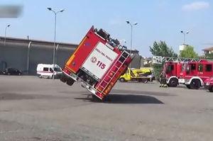 فیلم/ وقتی ماشین آتش نشانی چپ می کند!