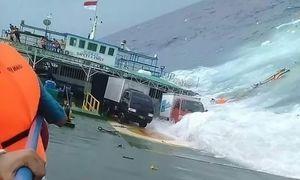 عکس/ 24کشته براثر واژگونی کشتی اندونزی