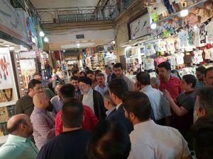 عکس/ حضور رئیسی درمیان بازاری ها