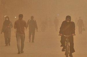 فیلم/ لحظاتی عجیب از طوفان گرد و خاک در سیستان!