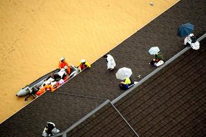 عکس/ فرار مردم ژاپن به پشت بام ها