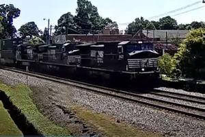 فیلم/ برخورد شدید قطار با خودرو!