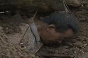 فیلم/ نجات معجزه آسای مرد مدفون در خاک!