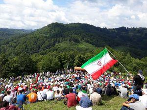 پرچم ایران در راهپیمایی مارش میرا و یکی از کمپ های استراحت ایرانیان