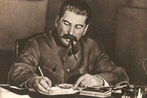 استالین در بیان آیتالله خامنهای