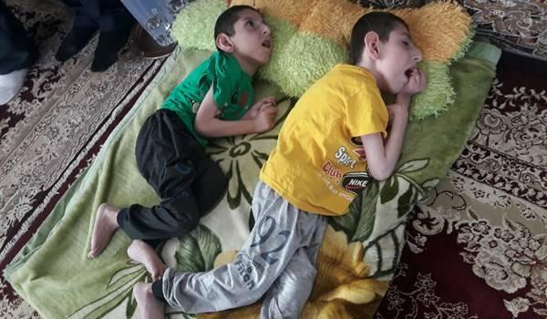 روزهای تلخ دو کودک معلول کردستانی+عکس