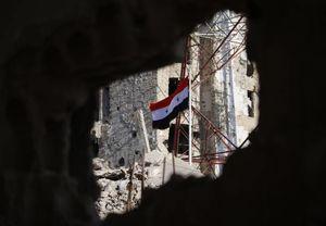 عکس/ اهتزاز پرچم سوریه در مرکز درعا