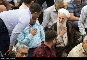 حضور حجت الاسلم صدیقی امام جمعه موقت تهران در میان نمازگزاران