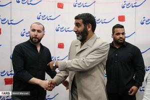 """عکس/ خواننده زیرزمینی در مراسم رونمایی کتاب """"حاج حسین"""""""