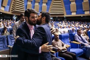 عکس/ بنیفاطمه در آغوش  میثم مطیعی
