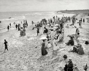 پوشش زنان در سواحل آمریکا در یک قرن پیش +عکس