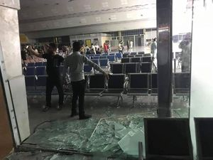 عکس/ ورود معترضان به باند فرودگاه نجف