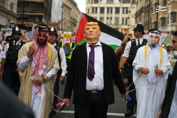 صحنه جالب در تظاهرات ضد آمریکایی لندن +عکس