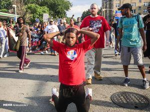 عکس/ تظاهرات علیه خشن ترین پلیس های جهان!