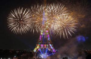عکس/ آتشبازی شبانه در برج ایفل