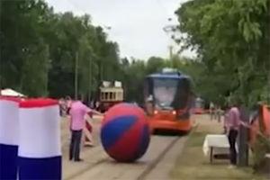 فیلم/ عجیب ترین مسابقه بولینگ!