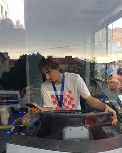 عکس/ وقتی لوکا مودریچ راننده اتوبوس شد!
