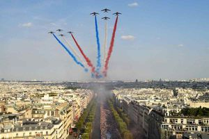 فیلم/ استقبال باشکوه پاریسیها از قهرمان جام جهانی