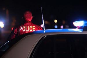 فیلم/ اقدام خطرناک یک متهم با پلیس!