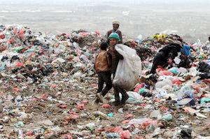 عکس/ زبالهگردی جنگزدگان یمنی